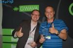 Peter Johnson und Rob Collins (GWAVA Partner aus England) gefällt es den Preis erhalten zu haben.